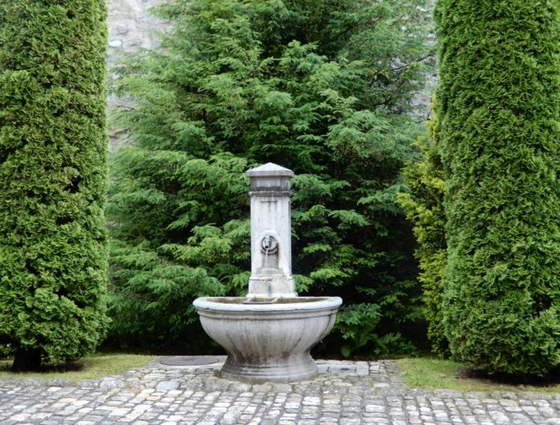 DSCN5728.JPGBrunnenimSchlossgartenOberhofen.jpg